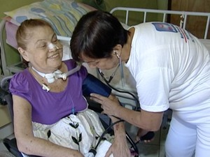 A demanda por cuidadores de idosos é crescente no Espírito Santo (Foto: Reprodução/TV Gazeta)