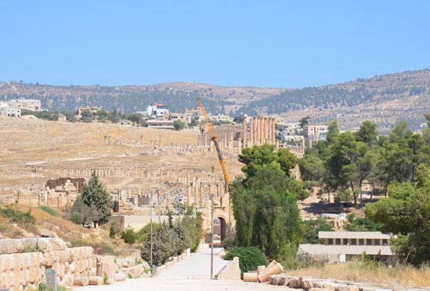Arqueólogos ainda trabalham no local para escavar as ruínas (Foto: Juliana Cardilli/G1)