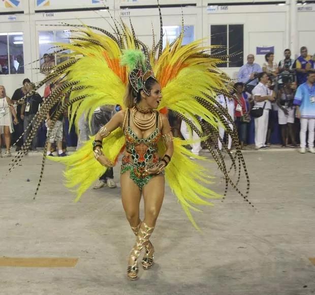 Lexa desfilou como musa da Unidos de Vila Isabel no Carnaval 2017 (Foto: Sérgio Gallo/Editora Globo)