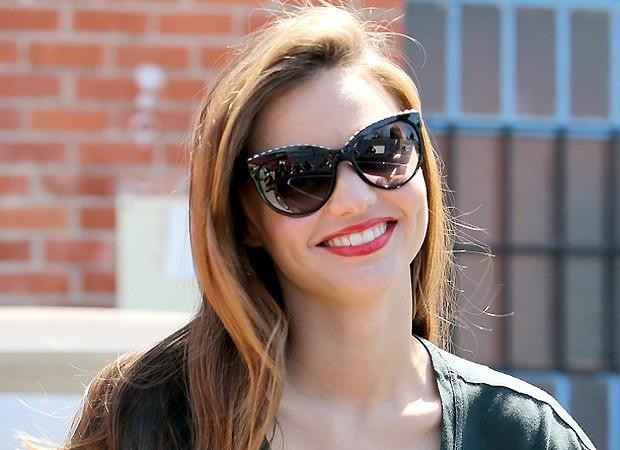 MIranda Kerr e seu Chanel (Foto: AKM-GSI/Brasil)