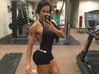 Gracyanne Barbosa mostra veias saltadas em braços musculosos