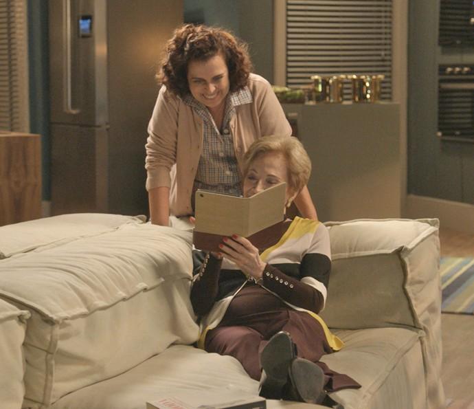 Desta vez, Stelinha conta com a ajuda de Cida (Foto: TV Globo)