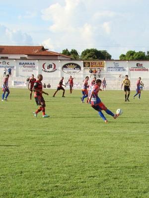 Barras e Flamengo-PI pela segunda rodada do returno do Piauiense (Foto: Wenner Tito)