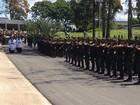 Corpo de chefe de missão da ONU é sepultado com alta honraria militar