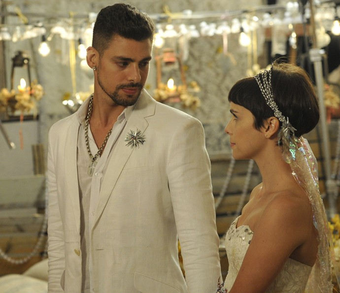 Jorginho e Nina se casam no lixão de 'Avenida Brasil' (Foto: Renato Rocha Miranda / TV Globo)