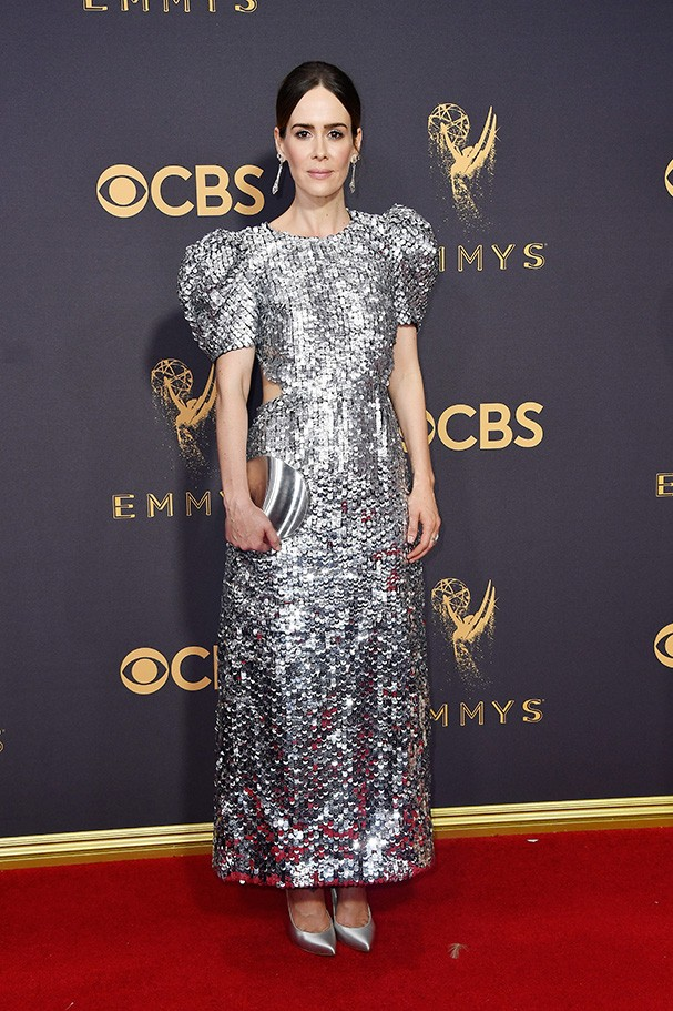 Sarah Paulson veste Carolina Herrera (Foto: Getty Images)
