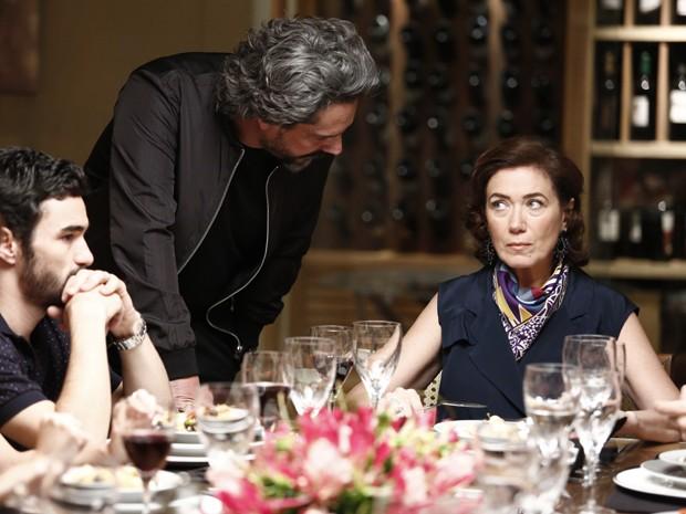 José Alfredo perde a paciência e diz que puxar Maria Marta pelos cabelos (Foto: Fábio Rocha/Gshow)