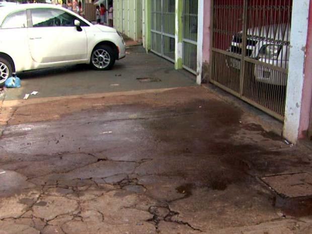 Homem foi morto pelo cunhado em frente à casa onde morava (Foto: Paulo Souza/ EPTV)