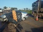 Idoso morre após bater veículo de frente com carreta na BR-262 em Ibiá