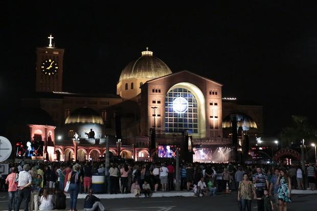Basílica de Aparecida lotada para o show (Foto: Rafael Cusato/Brazil News)
