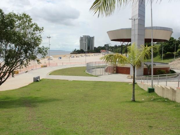 Não há previsão para a liberação da praia, segundo Prefeitura (Foto: Adneison Severiano G1/AM)