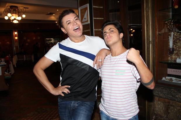 David Brazil e Thammy Miranda após jantar no Rio (Foto: Rodrigo dos Anjos/Ag News)