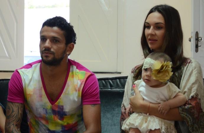 Mathes e a esposa Julia (Foto: João Áquila / GLOBOESPORTE.COM)