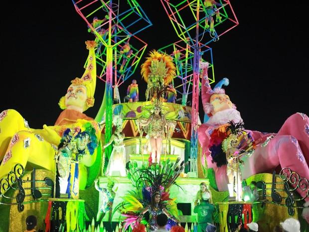 Carro alegórico da Grande Rio, sexta colocada no carnaval carioca, volta a se apresentar na Sapucaí (Foto: Rodrigo Gorosito/G1)