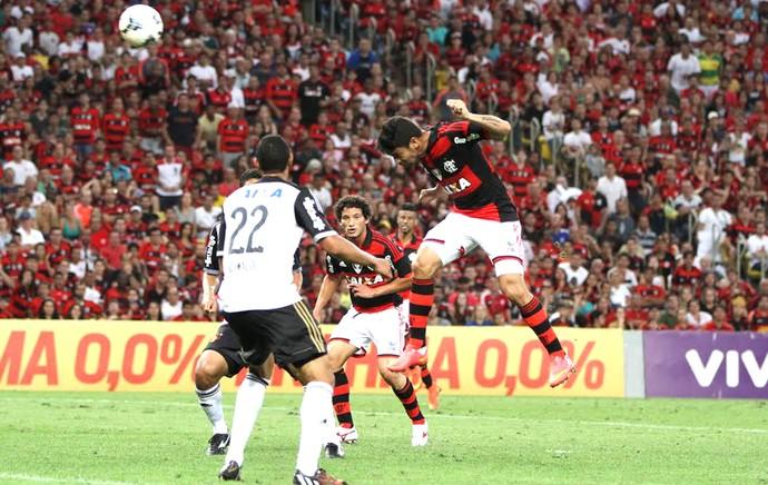 Eduardo da Silva marca gol do Flamengo contra o Sport (Foto: André Durão)