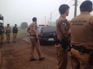Policiais militares perto da Penitenciária Estadual de Cascavel (PEC) (Foto: Franciele John / G1)