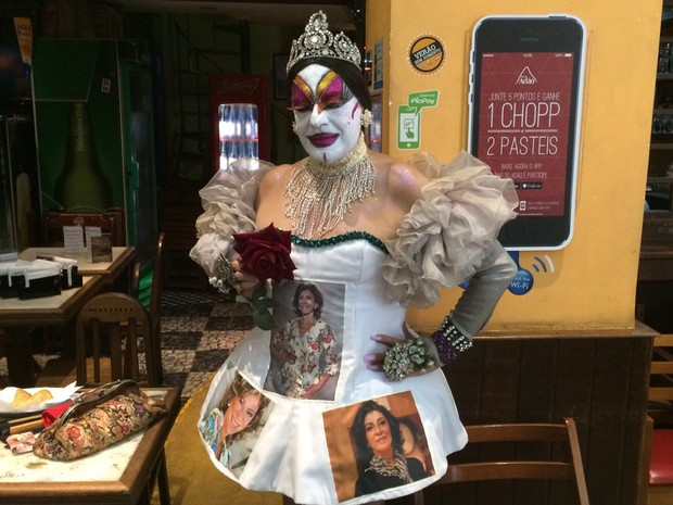 Isabelita dos Patins no velório de Marília Pêra (Foto: Cristina Boeckel/G1)