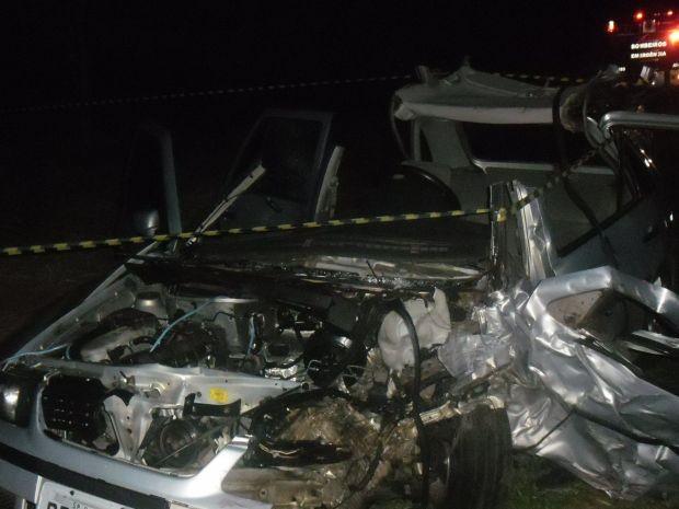 O motorista do outro veículo foi levado em estado grave para Santa Casa.  (Foto: Luiz C. Magesto)