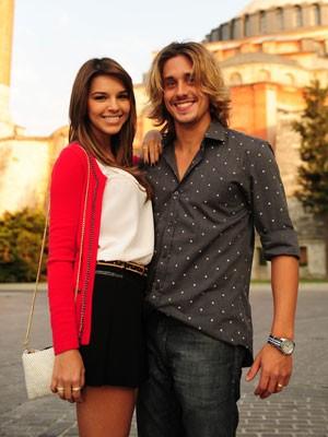 Mimada, Drika namorada o irresponsável Pepeu (Foto: Salve Jorge/TV Globo)