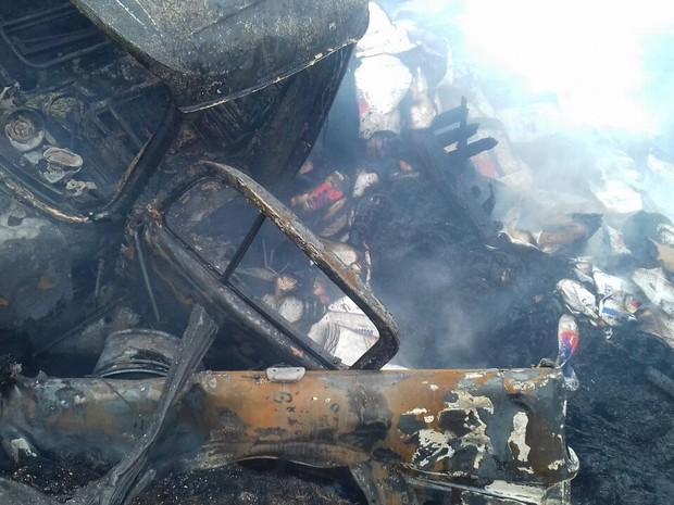 Motorista do carro morreu no local (Foto: Divulgação/PRF)