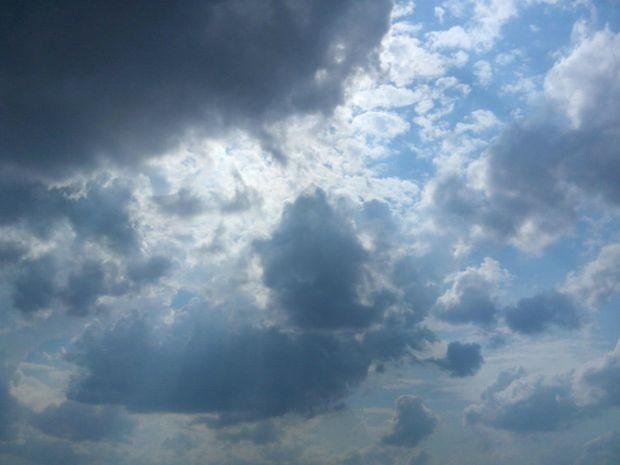 Muitas nuvens no céu de Campo Grande ante do tempo fechar totalmente (Foto: Ronie Cruz/ G1MS)