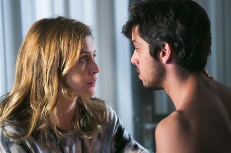 Paulinha (Christiana Ubach) e Marlon (Rodrigo Simas) (Foto: Reprodução da internet)
