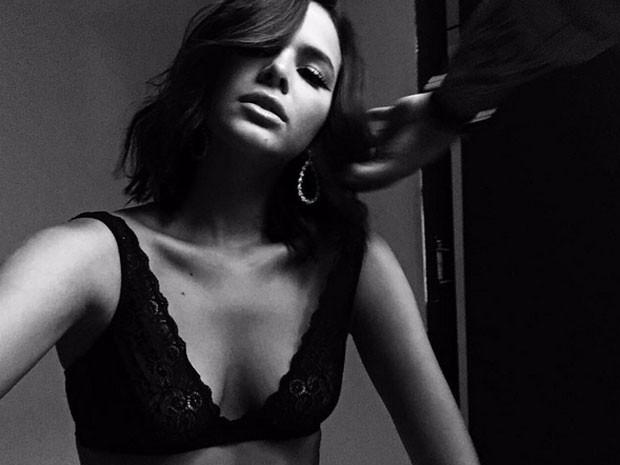 Bruna Marquezine posa de sutiã para foto (Foto: Instagram/ Reprodução)