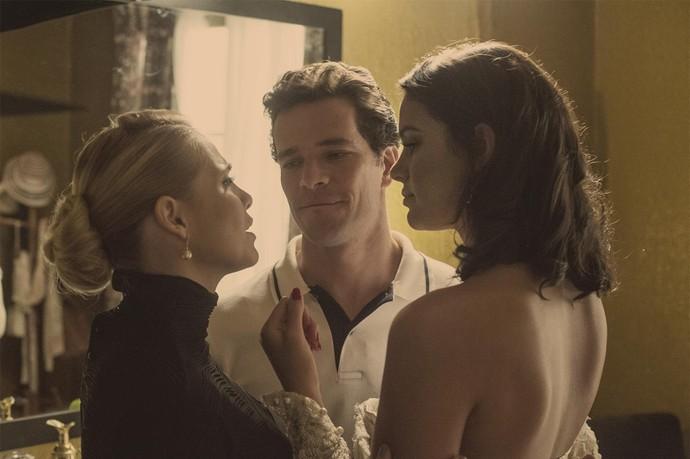 Bruna, Letícia e Daniel formam triângulo amoroso em 'Nada Será Como Antes' (Foto: Globo/Estevam Avellar)