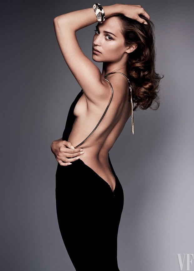 Alicia Vikander na Vanity Fair de setembro (Foto: Vanity Fair/Mario Testino)