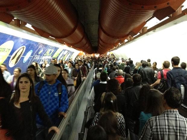 Túnel por volta das 9h de quarta-feira (4), com fluxo intenso nos dois sentidos (Foto: Márcio Pinho/G1)
