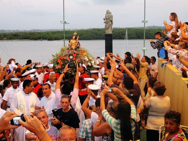 Missa em homenagem à Nossa Senhora da Apresentação foi celebrada na Pedra do Rosário, em Natal (Foto: Ricardo Araújo/G1)