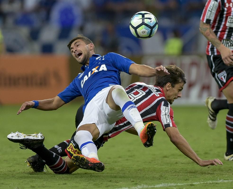 Rodrigo Caio fez a falta em Arrascaeta que originou o gol de Thiago Neves (Foto: Washington Alves)