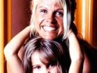 Bárbara Evans posta foto antiga e se declara pra mãe: 'Amor arrebatador'