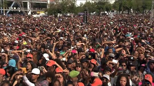 Praça na Zona Norte de SP tem festa do Dia do Trabalhador com protesto e shows sertanejos