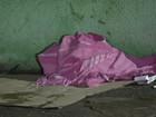 Mulher é morta a tiros em calçada do Bairro São Francisco, em Goiânia