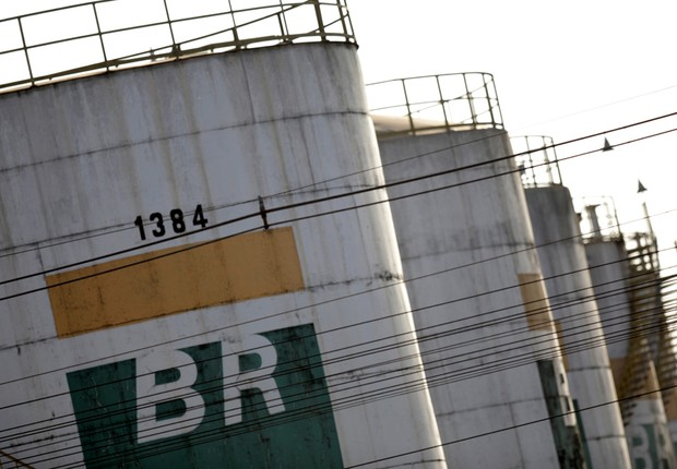 Tanques da Petrobras em Brasília - BR Distribuidora - gasolina - diesel  (Foto: Ueslei Marcelino/Reuters)