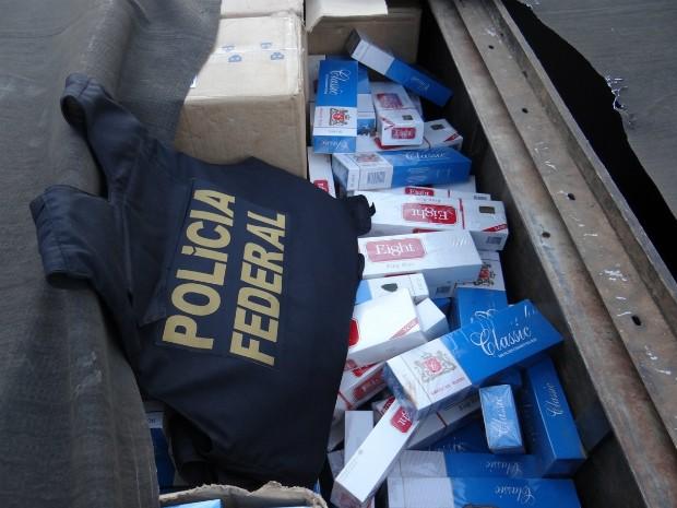 Investigações tiveram início em julho de 2013. Para o transporte, quadrilha utilizava caminhões e carretas com fundos falsos  (Foto: Polícia Federal / Divulgação)