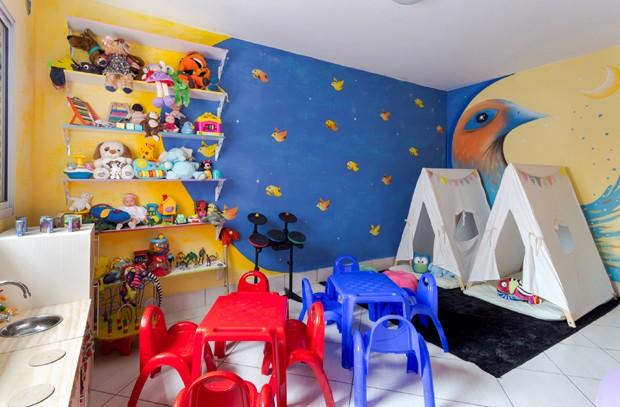 Primeiro abrigo reformado ganhou novas pinturas e móveis (Foto: Divulgação)
