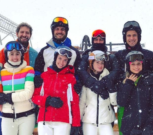 Marina Ruy Barbosa com noivo e amigos (Foto: Reprodução)