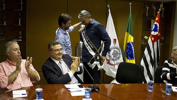 Tite é homenageado pela diretoria do Corinthians (Foto: Daniel Augusto Jr. / Agência Corinthians)