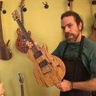 Luthier ousa nos materiais em suas criações