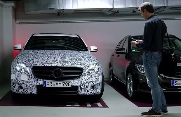 Mercedes mostra tecnologia Remote Parking Pilot, que estaciona carros pelo celular (Foto: Reprodução)