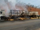 Carreta carregada com milho pega fogo na Serra da Petrovina em MT