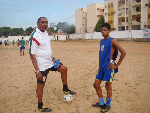Francisco Matheus e o treinador Toinho 2 (Foto  Náyra Macêdo GLOBOESPORTE. 85ee0cc1463