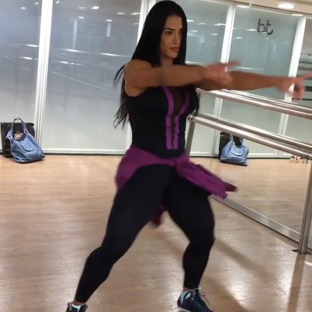 Gracyanne Barbosa dança em academia (Foto: Reprodução/ Instagram)
