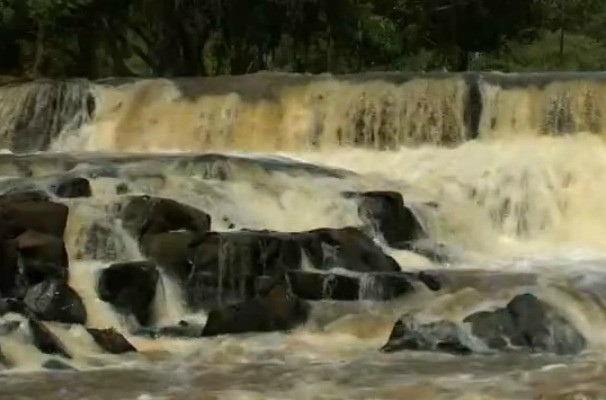 Jogo de Cintura faz um passeio pela natureza e mostra a belza da cachoeira do Talhadão (Foto: Reprodução / TV TEM)