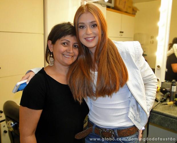 Marina Ruy Barbosa posa de cabelos lisos no camarim do programa (Foto: Domingão do Faustão/TV Globo)