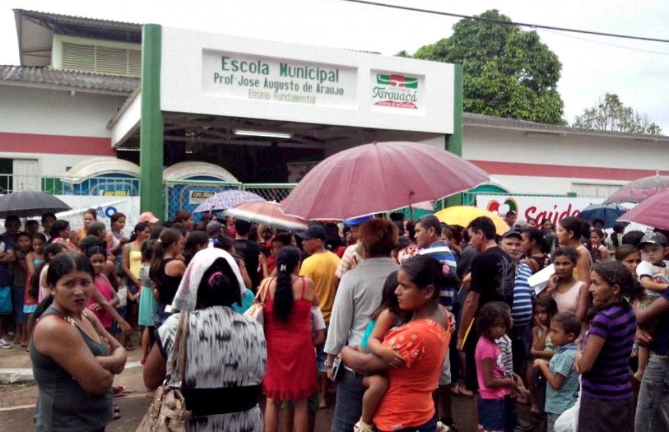 Moradores de Tarauacá, no Acre, recebem o Ação Global (Foto: Thiago Cabral/ TV Acre)