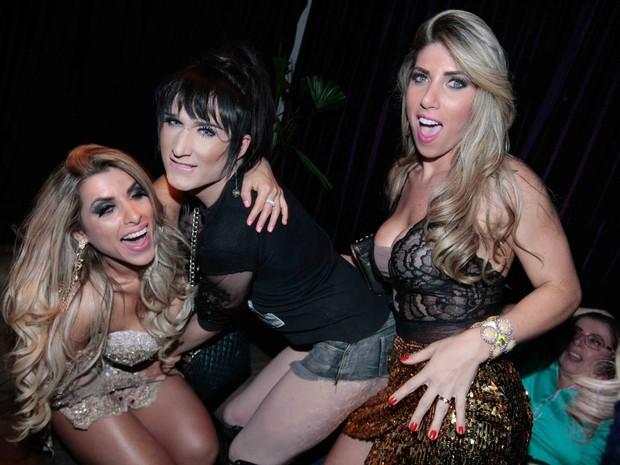 Ana Paula Minerato, ex-BBB Serginho e Tati Minerato em festa em São Paulo (Foto: Leo Franco/ Ag. News)