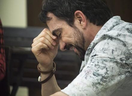 Padre Fábio de Melo chora muito no 'Visitando o Passado' ao rever a antiga sala de aula e o irmão